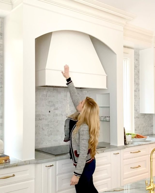 In honour of Valentine's Day, I'm posting one of my favourite custom kitchen hood ranges.   Design is from our project Napier in Kleinburg, Ontario.   What features do you love in your kitchen?  . . . . . . . #dvirainteriors #torontointeriordesigner #customhoodrange #hoodrange #kitchenrange #kitcheninteriors #interiordesigner #kitchendesigner #kitchendesign #kitchensofinstagram #banquetteseating #customkitchen #customfurniture #furnituredesigner #luxurydesign #luxurydesigner #designinspiration #designinspiration #interiordesigngoals #kleinburg #kleinburgontario