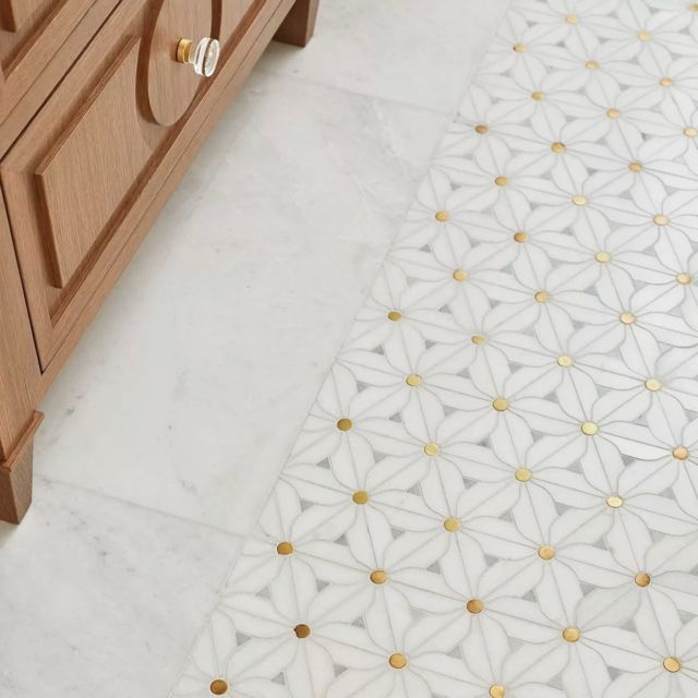The gold detail in this tile is the little bit of sparkle that makes all the difference in this space!   The tile we used in this powder room strikes a sought-after balance between contemporary design and old-world chic!  Project - Napier . . . . . #dvirainteriors #interiordesign #luxuryfinishes #interiordesigner #contemporaryinteriors #oldmeetsnew #goldtile #bathroomdesign #bathroompatterns #bathroomtile #golddetails #whitetile #whitetilelayout #oldworld #oldworlddesign #powderroom #luxurydesign #luxurybathrooms #powderroomstyle #powderroomdesign @cottonrichard_cercantile