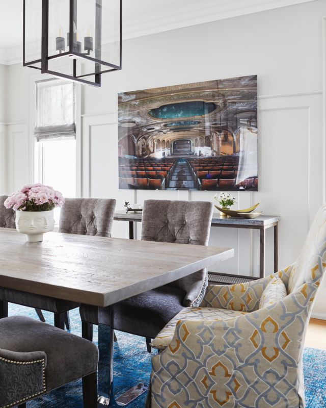 Happy Rosh Hashanah 2021!  May this upcoming new year be filled with peace, happiness, and wealth.  Love, the team at Dvira Interiors   This dining room is from project- Poplar  . . . . . . . #dvirainteriors #torontointeriors #diningroom #diningroomdesign #diningdesign #roshhashana #roshhashanah #roshhashanawishes